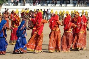 Danza di donne durante la fiera dei cammelli